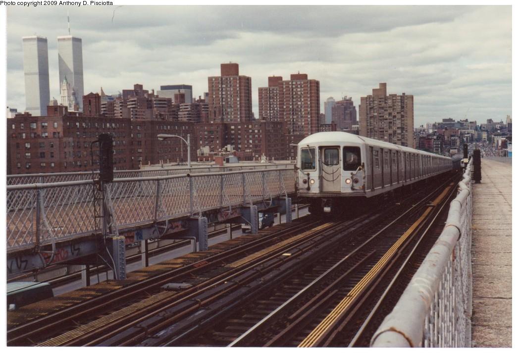 (196k, 1044x717)<br><b>Country:</b> United States<br><b>City:</b> New York<br><b>System:</b> New York City Transit<br><b>Line:</b> BMT Nassau Street/Jamaica Line<br><b>Location:</b> Williamsburg Bridge<br><b>Route:</b> J<br><b>Car:</b> R-42 (St. Louis, 1969-1970)   <br><b>Photo by:</b> Anthony D. Pisciotta<br><b>Notes:</b> Williamsburg Bridge Brooklyn bound J about 1988.<br><b>Viewed (this week/total):</b> 0 / 2679