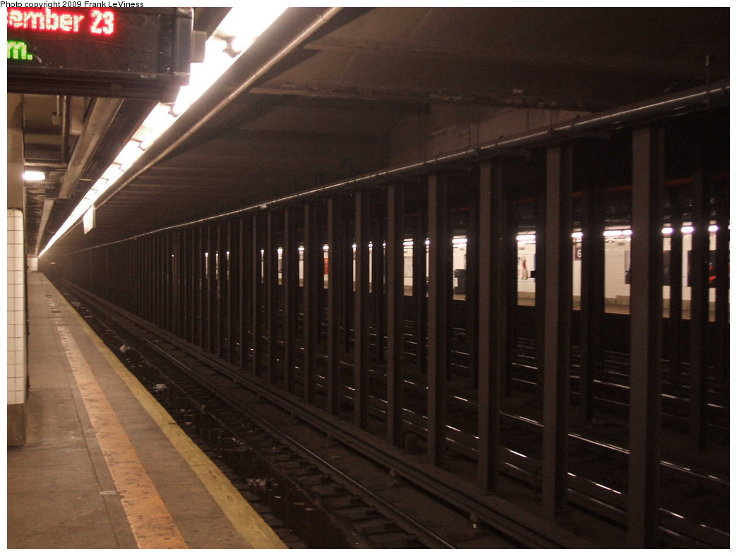 (173k, 1044x788)<br><b>Country:</b> United States<br><b>City:</b> New York<br><b>System:</b> New York City Transit<br><b>Line:</b> IND Queens Boulevard Line<br><b>Location:</b> 65th Street <br><b>Photo by:</b> Frank LeViness<br><b>Date:</b> 12/23/2008<br><b>Notes:</b> Overview of 65th St station.<br><b>Viewed (this week/total):</b> 3 / 1508