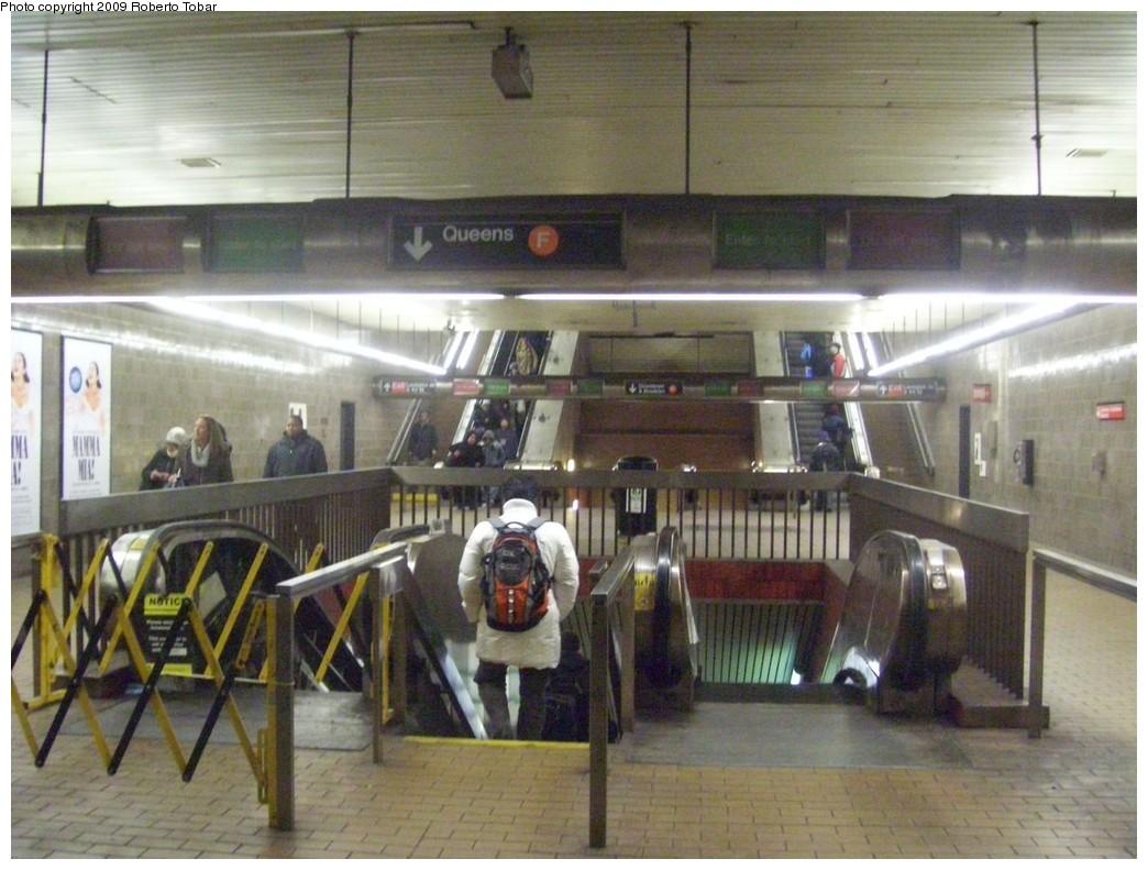 (210k, 1044x791)<br><b>Country:</b> United States<br><b>City:</b> New York<br><b>System:</b> New York City Transit<br><b>Line:</b> IND 63rd Street<br><b>Location:</b> Lexington Avenue-63rd Street <br><b>Photo by:</b> Roberto C. Tobar<br><b>Date:</b> 2/20/2009<br><b>Notes:</b> Station escalators.<br><b>Viewed (this week/total):</b> 3 / 2451