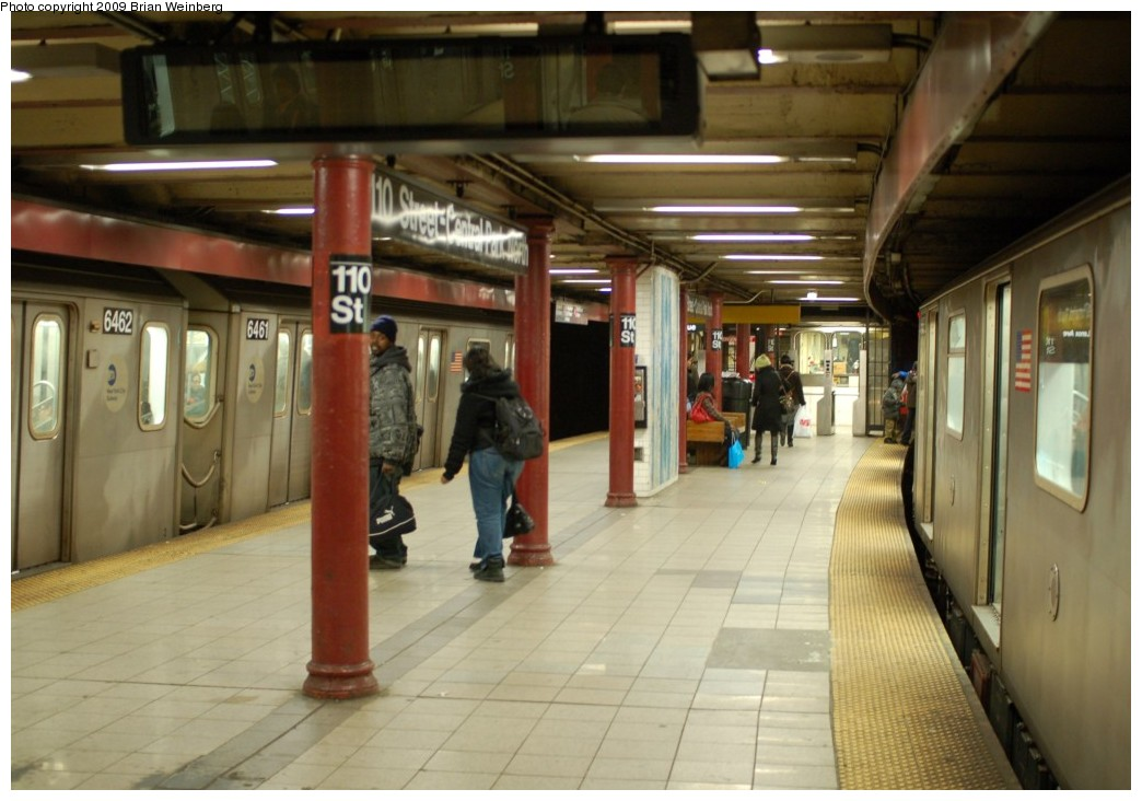 (222k, 1044x732)<br><b>Country:</b> United States<br><b>City:</b> New York<br><b>System:</b> New York City Transit<br><b>Line:</b> IRT Lenox Line<br><b>Location:</b> 110th Street/Central Park North <br><b>Car:</b> R-142 (Primary Order, Bombardier, 1999-2002)  6461 <br><b>Photo by:</b> Brian Weinberg<br><b>Date:</b> 2/25/2009<br><b>Viewed (this week/total):</b> 0 / 3193