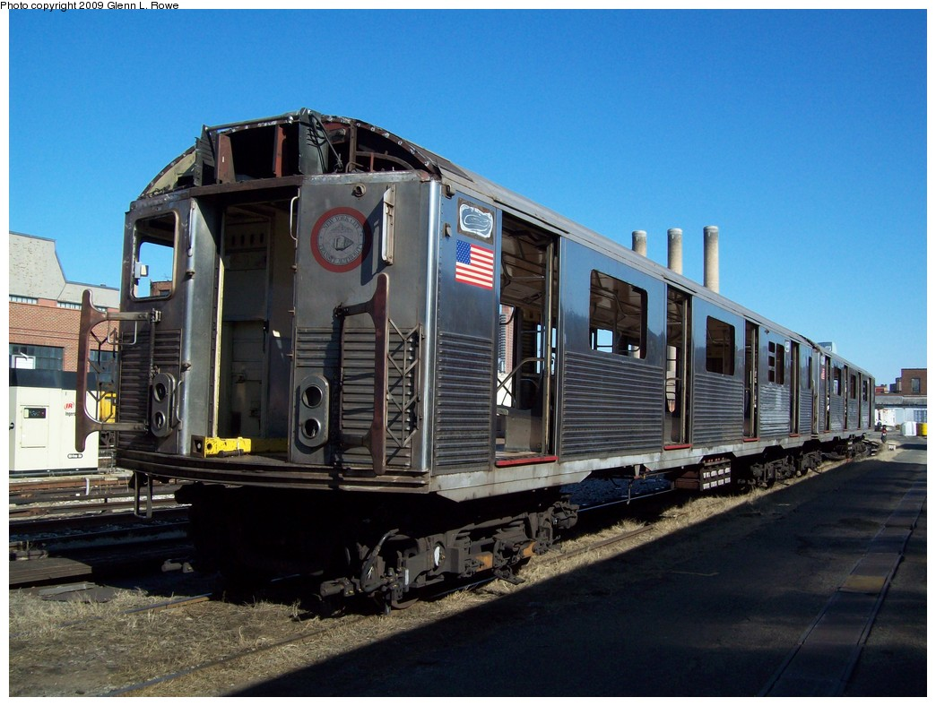 (219k, 1044x788)<br><b>Country:</b> United States<br><b>City:</b> New York<br><b>System:</b> New York City Transit<br><b>Location:</b> 207th Street Yard<br><b>Car:</b> R-38 (St. Louis, 1966-1967)  3999 <br><b>Photo by:</b> Glenn L. Rowe<br><b>Date:</b> 2/24/2009<br><b>Notes:</b> Scrap<br><b>Viewed (this week/total):</b> 0 / 952