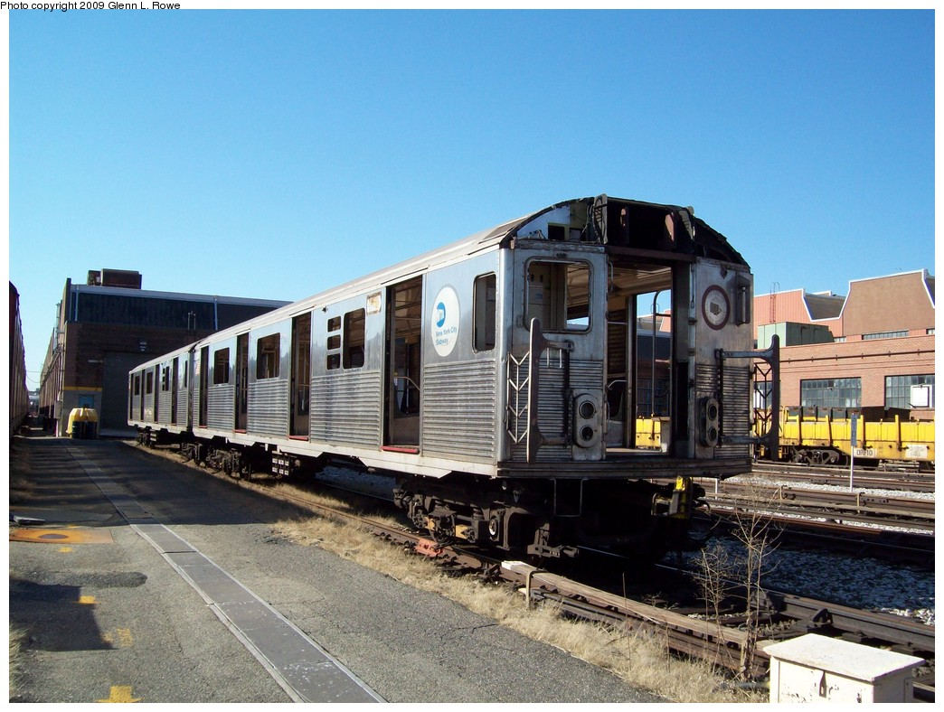 (242k, 1044x788)<br><b>Country:</b> United States<br><b>City:</b> New York<br><b>System:</b> New York City Transit<br><b>Location:</b> 207th Street Yard<br><b>Car:</b> R-38 (St. Louis, 1966-1967)  3998 <br><b>Photo by:</b> Glenn L. Rowe<br><b>Date:</b> 2/24/2009<br><b>Notes:</b> Scrap<br><b>Viewed (this week/total):</b> 0 / 790