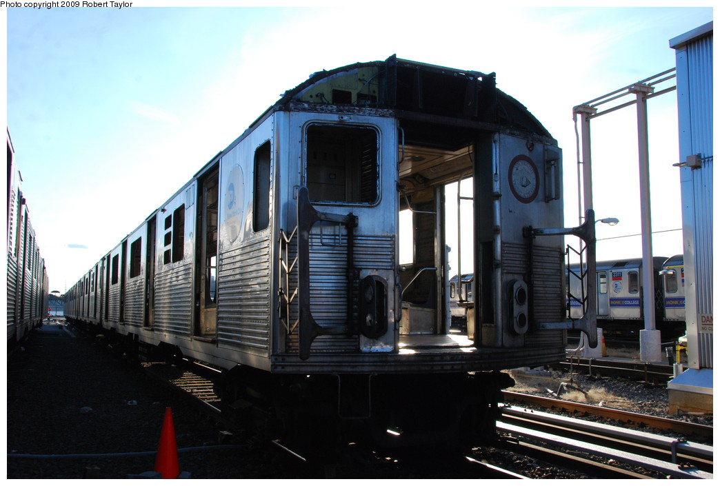 (240k, 1044x705)<br><b>Country:</b> United States<br><b>City:</b> New York<br><b>System:</b> New York City Transit<br><b>Location:</b> 207th Street Yard<br><b>Car:</b> R-38 (St. Louis, 1966-1967)  4074 <br><b>Photo by:</b> Robert Taylor<br><b>Date:</b> 2/16/2009<br><b>Notes:</b> Scrap<br><b>Viewed (this week/total):</b> 0 / 838