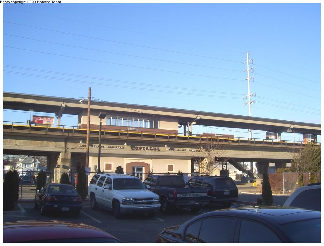 (176k, 1044x791)<br><b>Country:</b> United States<br><b>System:</b> Long Island Rail Road<br><b>Line:</b> LIRR Babylon<br><b>Location:</b> Copiague<br><b>Photo by:</b> Roberto C. Tobar<br><b>Date:</b> 2/14/2009<br><b>Notes:</b> Station view.<br><b>Viewed (this week/total):</b> 0 / 911