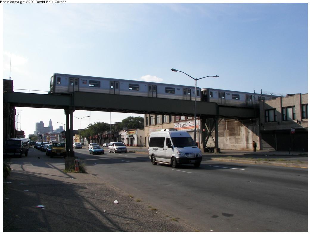 (208k, 1044x788)<br><b>Country:</b> United States<br><b>City:</b> New York<br><b>System:</b> New York City Transit<br><b>Line:</b> BMT Franklin<br><b>Location:</b> Atlantic Ave. Bridge <br><b>Route:</b> Franklin Shuttle<br><b>Car:</b> R-68 (Westinghouse-Amrail, 1986-1988)   <br><b>Photo by:</b> David-Paul Gerber<br><b>Date:</b> 8/30/2009<br><b>Viewed (this week/total):</b> 0 / 1885