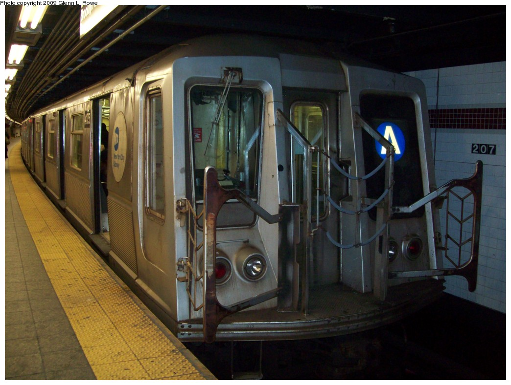 (202k, 1044x788)<br><b>Country:</b> United States<br><b>City:</b> New York<br><b>System:</b> New York City Transit<br><b>Line:</b> IND 8th Avenue Line<br><b>Location:</b> 207th Street <br><b>Route:</b> A<br><b>Car:</b> R-40 (St. Louis, 1968)  4175 <br><b>Photo by:</b> Glenn L. Rowe<br><b>Date:</b> 2/26/2009<br><b>Viewed (this week/total):</b> 1 / 900