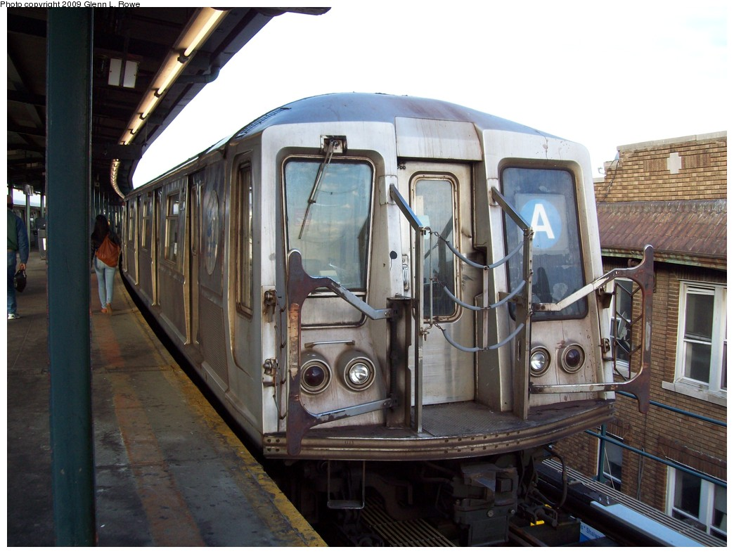 (211k, 1044x788)<br><b>Country:</b> United States<br><b>City:</b> New York<br><b>System:</b> New York City Transit<br><b>Line:</b> IND Fulton Street Line<br><b>Location:</b> Lefferts Boulevard <br><b>Route:</b> A<br><b>Car:</b> R-40 (St. Louis, 1968)  4175 <br><b>Photo by:</b> Glenn L. Rowe<br><b>Date:</b> 2/26/2009<br><b>Viewed (this week/total):</b> 0 / 915