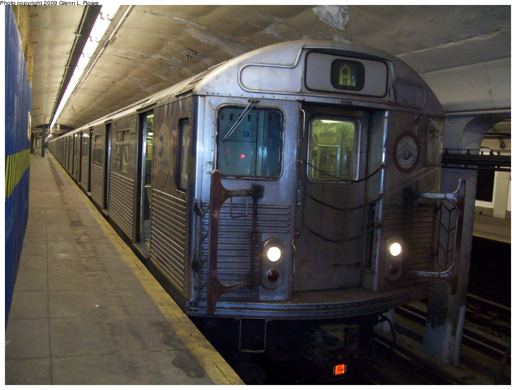 (200k, 1044x788)<br><b>Country:</b> United States<br><b>City:</b> New York<br><b>System:</b> New York City Transit<br><b>Line:</b> IND 8th Avenue Line<br><b>Location:</b> 190th Street/Overlook Terrace <br><b>Route:</b> A<br><b>Car:</b> R-38 (St. Louis, 1966-1967)  4140 <br><b>Photo by:</b> Glenn L. Rowe<br><b>Date:</b> 2/26/2009<br><b>Viewed (this week/total):</b> 0 / 1178