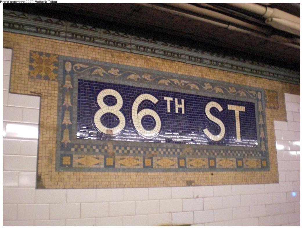 (243k, 1044x788)<br><b>Country:</b> United States<br><b>City:</b> New York<br><b>System:</b> New York City Transit<br><b>Line:</b> IRT West Side Line<br><b>Location:</b> 86th Street <br><b>Photo by:</b> Roberto C. Tobar<br><b>Date:</b> 2/27/2009<br><b>Viewed (this week/total):</b> 1 / 955