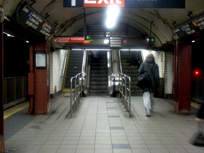 (103k, 800x600)<br><b>Country:</b> United States<br><b>City:</b> New York<br><b>System:</b> New York City Transit<br><b>Line:</b> IND Queens Boulevard Line<br><b>Location:</b> Lexington Avenue-53rd Street <br><b>Photo by:</b> Bill E.<br><b>Date:</b> 3/1/2009<br><b>Viewed (this week/total):</b> 0 / 2044