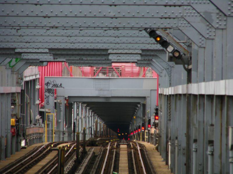 (81k, 800x600)<br><b>Country:</b> United States<br><b>City:</b> New York<br><b>System:</b> New York City Transit<br><b>Line:</b> BMT Nassau Street/Jamaica Line<br><b>Location:</b> Williamsburg Bridge<br><b>Photo by:</b> Bill E.<br><b>Date:</b> 2/28/2009<br><b>Viewed (this week/total):</b> 0 / 1544