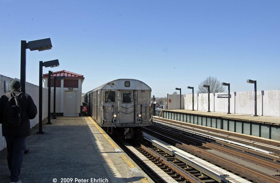 (177k, 930x607)<br><b>Country:</b> United States<br><b>City:</b> New York<br><b>System:</b> New York City Transit<br><b>Line:</b> IND Fulton Street Line<br><b>Location:</b> 111th Street/Greenwood Avenue <br><b>Route:</b> A<br><b>Car:</b> R-32 (Budd, 1964)  3455 <br><b>Photo by:</b> Peter Ehrlich<br><b>Date:</b> 2/24/2009<br><b>Notes:</b> Outbound<br><b>Viewed (this week/total):</b> 1 / 1274