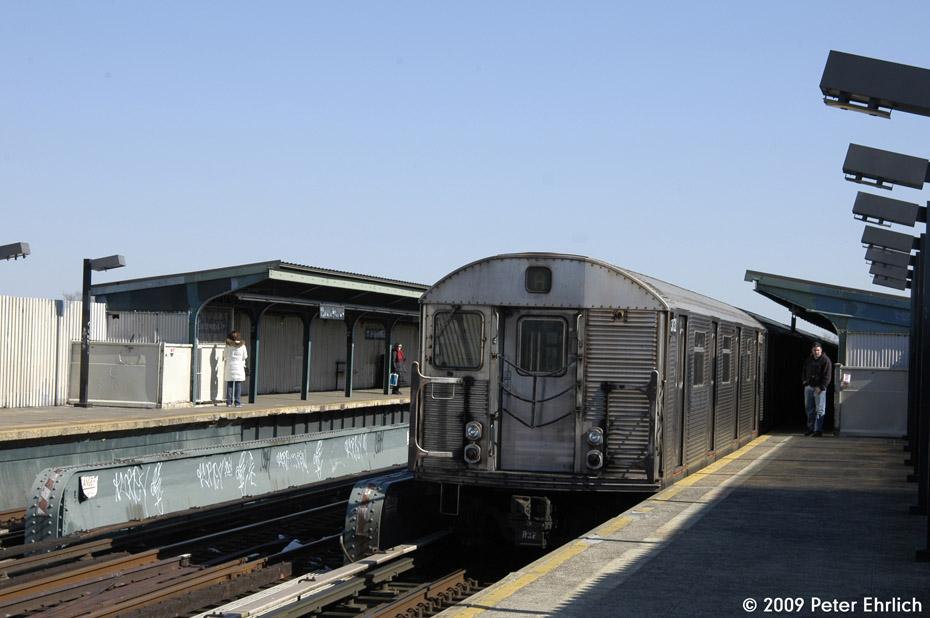 (164k, 930x618)<br><b>Country:</b> United States<br><b>City:</b> New York<br><b>System:</b> New York City Transit<br><b>Line:</b> IND Fulton Street Line<br><b>Location:</b> 111th Street/Greenwood Avenue <br><b>Route:</b> A<br><b>Car:</b> R-32 (Budd, 1964)  3732 <br><b>Photo by:</b> Peter Ehrlich<br><b>Date:</b> 2/24/2009<br><b>Notes:</b> Outbound<br><b>Viewed (this week/total):</b> 2 / 1316