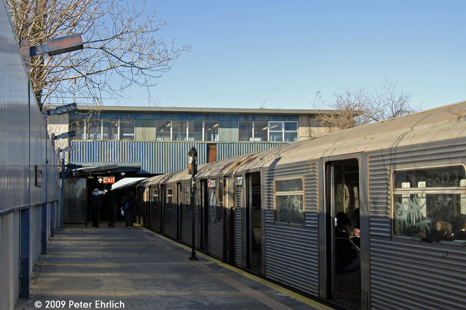 (224k, 930x618)<br><b>Country:</b> United States<br><b>City:</b> New York<br><b>System:</b> New York City Transit<br><b>Line:</b> IND Rockaway<br><b>Location:</b> Broad Channel <br><b>Route:</b> A<br><b>Car:</b> R-32 (Budd, 1964)  3737 <br><b>Photo by:</b> Peter Ehrlich<br><b>Date:</b> 2/24/2009<br><b>Notes:</b> Outbound<br><b>Viewed (this week/total):</b> 2 / 1207