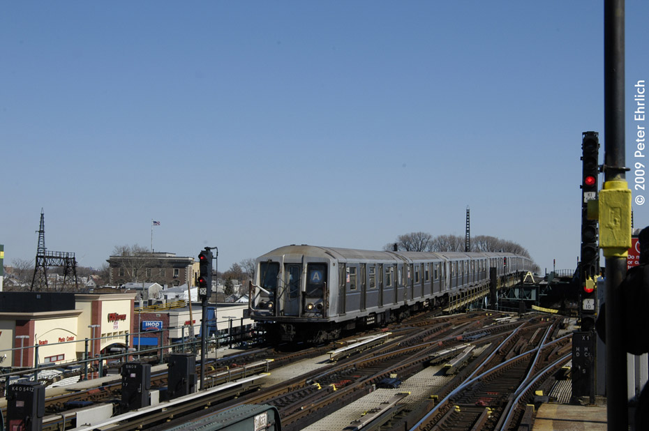 (167k, 930x618)<br><b>Country:</b> United States<br><b>City:</b> New York<br><b>System:</b> New York City Transit<br><b>Line:</b> IND Fulton Street Line<br><b>Location:</b> Rockaway Boulevard <br><b>Route:</b> A<br><b>Car:</b> R-40 (St. Louis, 1968)  4332 <br><b>Photo by:</b> Peter Ehrlich<br><b>Date:</b> 2/24/2009<br><b>Notes:</b> Inbound<br><b>Viewed (this week/total):</b> 2 / 1026