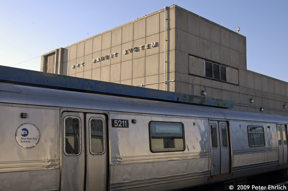 (160k, 930x618)<br><b>Country:</b> United States<br><b>City:</b> New York<br><b>System:</b> New York City Transit<br><b>Line:</b> IND Rockaway<br><b>Location:</b> Broad Channel <br><b>Route:</b> A<br><b>Car:</b> R-44 (St. Louis, 1971-73) 5211 <br><b>Photo by:</b> Peter Ehrlich<br><b>Date:</b> 2/24/2009<br><b>Notes:</b> Outbound<br><b>Viewed (this week/total):</b> 0 / 1324