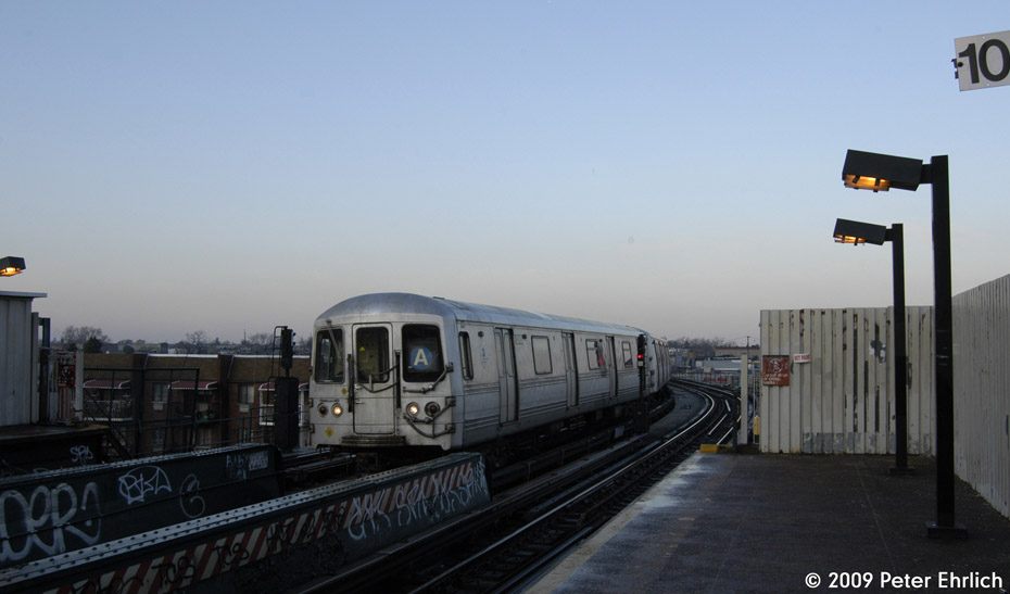 (124k, 930x547)<br><b>Country:</b> United States<br><b>City:</b> New York<br><b>System:</b> New York City Transit<br><b>Line:</b> IND Fulton Street Line<br><b>Location:</b> 80th Street/Hudson Street <br><b>Route:</b> A<br><b>Car:</b> R-44 (St. Louis, 1971-73) 5262 <br><b>Photo by:</b> Peter Ehrlich<br><b>Date:</b> 2/19/2009<br><b>Notes:</b> Outbound<br><b>Viewed (this week/total):</b> 0 / 1052