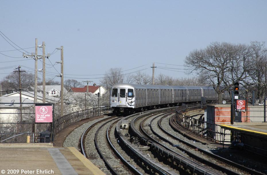 (210k, 930x610)<br><b>Country:</b> United States<br><b>City:</b> New York<br><b>System:</b> New York City Transit<br><b>Line:</b> IND Rockaway<br><b>Location:</b> Beach 25th Street/Wavecrest <br><b>Route:</b> A<br><b>Car:</b> R-44 (St. Louis, 1971-73) 5280 <br><b>Photo by:</b> Peter Ehrlich<br><b>Date:</b> 2/24/2009<br><b>Notes:</b> Inbound<br><b>Viewed (this week/total):</b> 2 / 1526