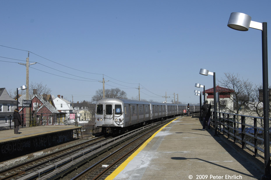 (177k, 930x618)<br><b>Country:</b> United States<br><b>City:</b> New York<br><b>System:</b> New York City Transit<br><b>Line:</b> IND Rockaway<br><b>Location:</b> Beach 25th Street/Wavecrest <br><b>Route:</b> A<br><b>Car:</b> R-44 (St. Louis, 1971-73) 5420 <br><b>Photo by:</b> Peter Ehrlich<br><b>Date:</b> 2/24/2009<br><b>Notes:</b> Inbound<br><b>Viewed (this week/total):</b> 3 / 969