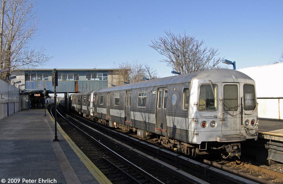 (205k, 930x607)<br><b>Country:</b> United States<br><b>City:</b> New York<br><b>System:</b> New York City Transit<br><b>Line:</b> IND Rockaway<br><b>Location:</b> Broad Channel <br><b>Route:</b> A<br><b>Car:</b> R-44 (St. Louis, 1971-73) 5442 <br><b>Photo by:</b> Peter Ehrlich<br><b>Date:</b> 2/24/2009<br><b>Notes:</b> Inbound<br><b>Viewed (this week/total):</b> 0 / 1288