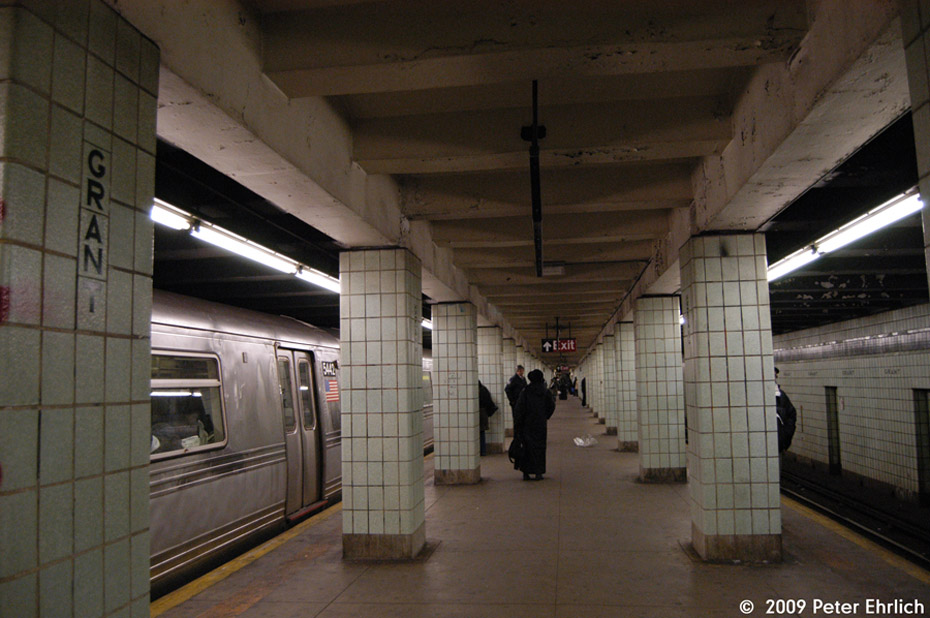 (185k, 930x618)<br><b>Country:</b> United States<br><b>City:</b> New York<br><b>System:</b> New York City Transit<br><b>Line:</b> IND Fulton Street Line<br><b>Location:</b> Grant Avenue <br><b>Route:</b> A<br><b>Car:</b> R-44 (St. Louis, 1971-73) 5442 <br><b>Photo by:</b> Peter Ehrlich<br><b>Date:</b> 2/24/2009<br><b>Notes:</b> Outbound<br><b>Viewed (this week/total):</b> 0 / 2090