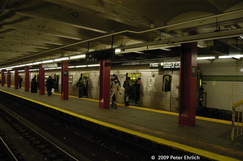 (201k, 930x618)<br><b>Country:</b> United States<br><b>City:</b> New York<br><b>System:</b> New York City Transit<br><b>Line:</b> IND Crosstown Line<br><b>Location:</b> Bedford/Nostrand Aves. <br><b>Route:</b> G<br><b>Car:</b> R-46 (Pullman-Standard, 1974-75) 5752 <br><b>Photo by:</b> Peter Ehrlich<br><b>Date:</b> 2/24/2009<br><b>Notes:</b> Northbound train.<br><b>Viewed (this week/total):</b> 1 / 2314