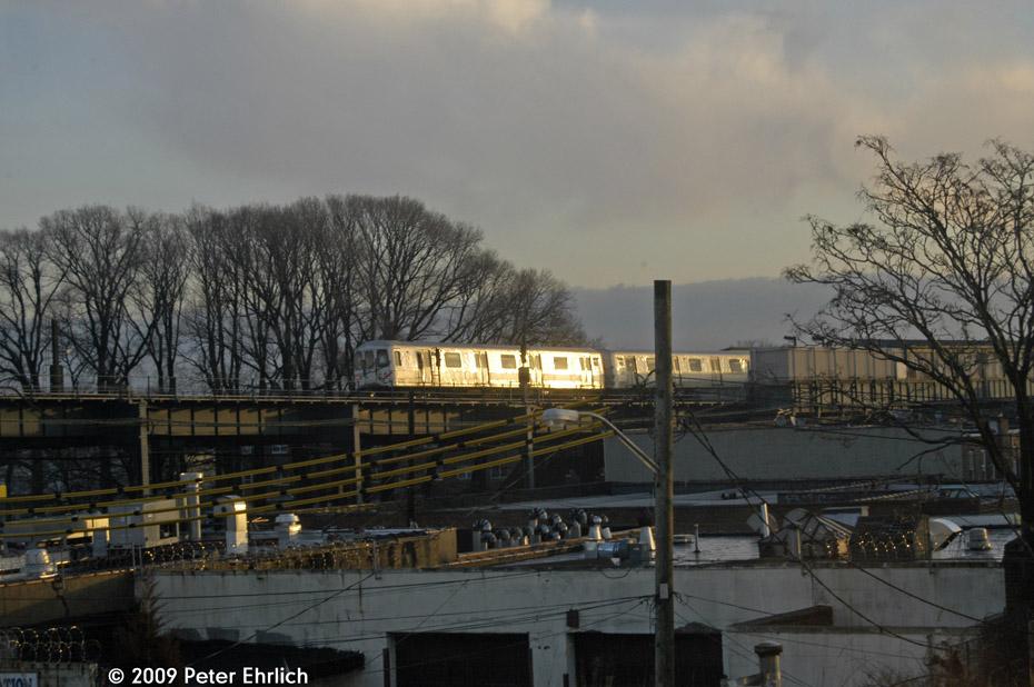 (186k, 930x618)<br><b>Country:</b> United States<br><b>City:</b> New York<br><b>System:</b> New York City Transit<br><b>Line:</b> IND Fulton Street Line<br><b>Location:</b> 104th Street/Oxford Ave. <br><b>Photo by:</b> Peter Ehrlich<br><b>Date:</b> 2/19/2009<br><b>Notes:</b> West of 104 Street/Oxford Avenue, inbound<br><b>Viewed (this week/total):</b> 0 / 1310