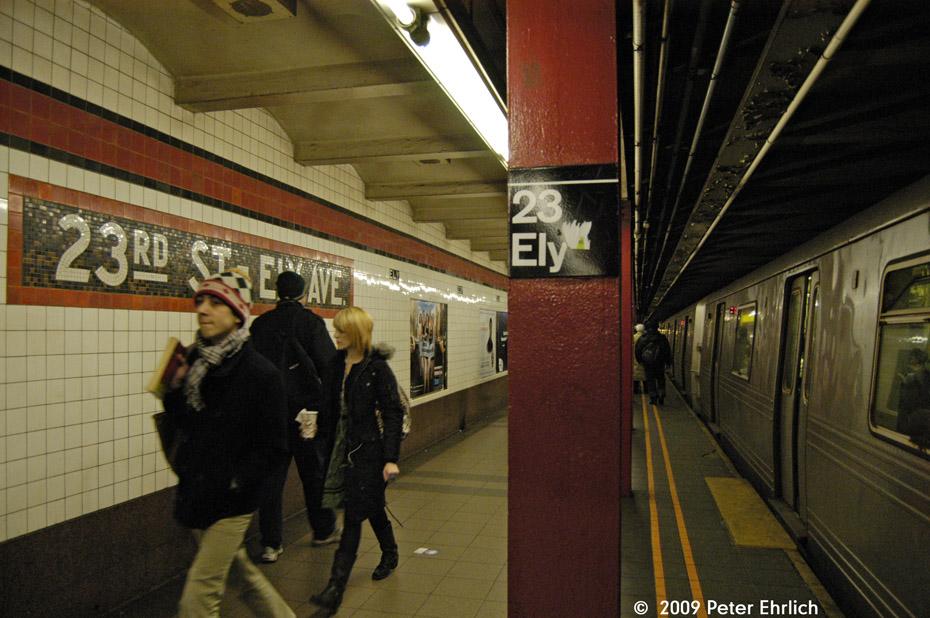 (215k, 930x618)<br><b>Country:</b> United States<br><b>City:</b> New York<br><b>System:</b> New York City Transit<br><b>Line:</b> IND Queens Boulevard Line<br><b>Location:</b> Court Square/23rd St (Ely Avenue) <br><b>Photo by:</b> Peter Ehrlich<br><b>Date:</b> 2/24/2009<br><b>Notes:</b> Inbound<br><b>Viewed (this week/total):</b> 0 / 1128
