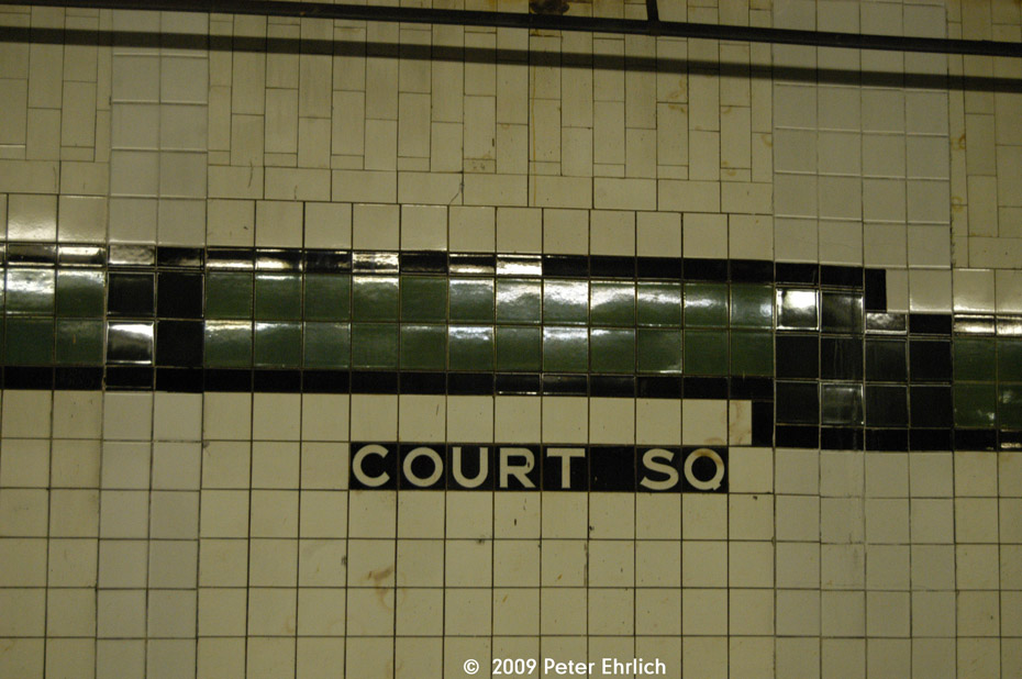 (173k, 930x618)<br><b>Country:</b> United States<br><b>City:</b> New York<br><b>System:</b> New York City Transit<br><b>Line:</b> IND Crosstown Line<br><b>Location:</b> Court Square <br><b>Photo by:</b> Peter Ehrlich<br><b>Date:</b> 2/24/2009<br><b>Notes:</b> Station tilework.<br><b>Viewed (this week/total):</b> 0 / 889