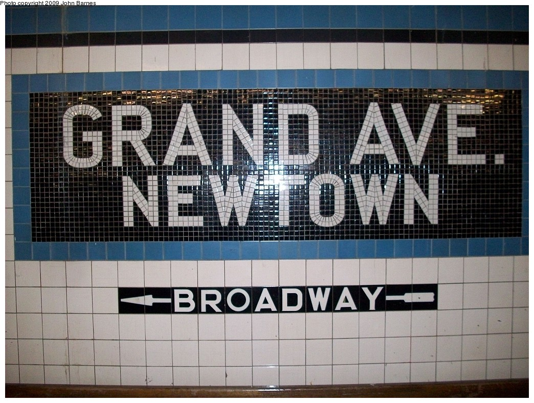 (269k, 1044x788)<br><b>Country:</b> United States<br><b>City:</b> New York<br><b>System:</b> New York City Transit<br><b>Line:</b> IND Queens Boulevard Line<br><b>Location:</b> Grand Avenue/Newtown <br><b>Photo by:</b> John Barnes<br><b>Date:</b> 1/20/2009<br><b>Viewed (this week/total):</b> 0 / 1311