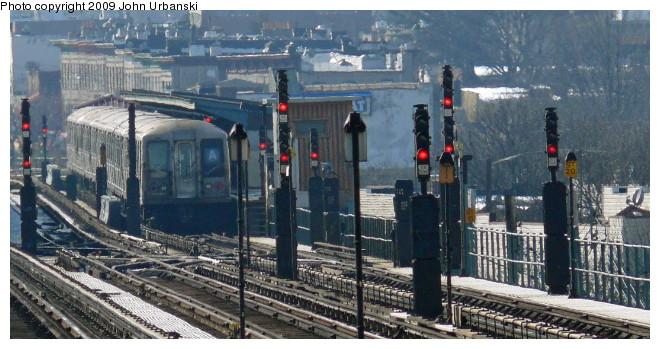 (96k, 660x349)<br><b>Country:</b> United States<br><b>City:</b> New York<br><b>System:</b> New York City Transit<br><b>Line:</b> IND Fulton Street Line<br><b>Location:</b> 80th Street/Hudson Street <br><b>Route:</b> A<br><b>Car:</b> R-40 (St. Louis, 1968)   <br><b>Photo by:</b> John Urbanski<br><b>Date:</b> 3/5/2009<br><b>Viewed (this week/total):</b> 0 / 1498
