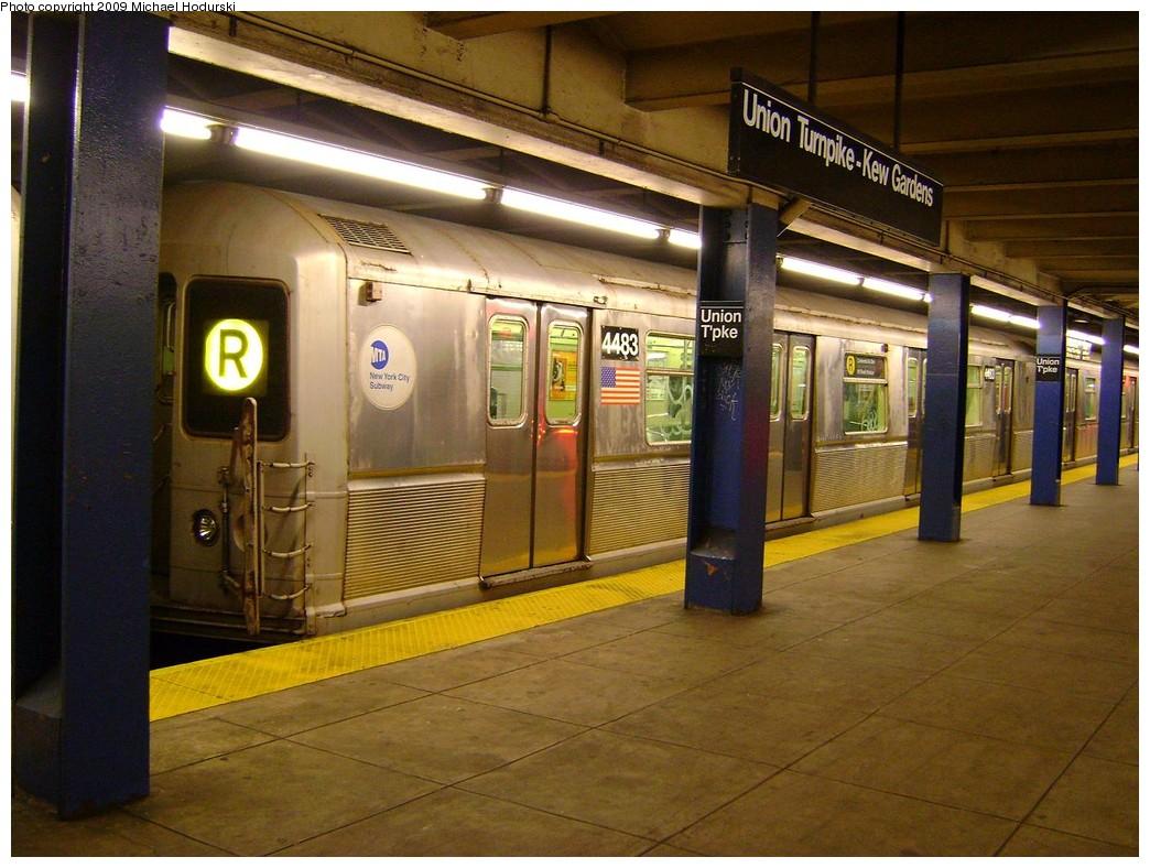 (235k, 1044x788)<br><b>Country:</b> United States<br><b>City:</b> New York<br><b>System:</b> New York City Transit<br><b>Line:</b> IND Queens Boulevard Line<br><b>Location:</b> Union Turnpike/Kew Gardens <br><b>Route:</b> R<br><b>Car:</b> R-40M (St. Louis, 1969)  4483 <br><b>Photo by:</b> Michael Hodurski<br><b>Date:</b> 2/15/2009<br><b>Viewed (this week/total):</b> 2 / 2251