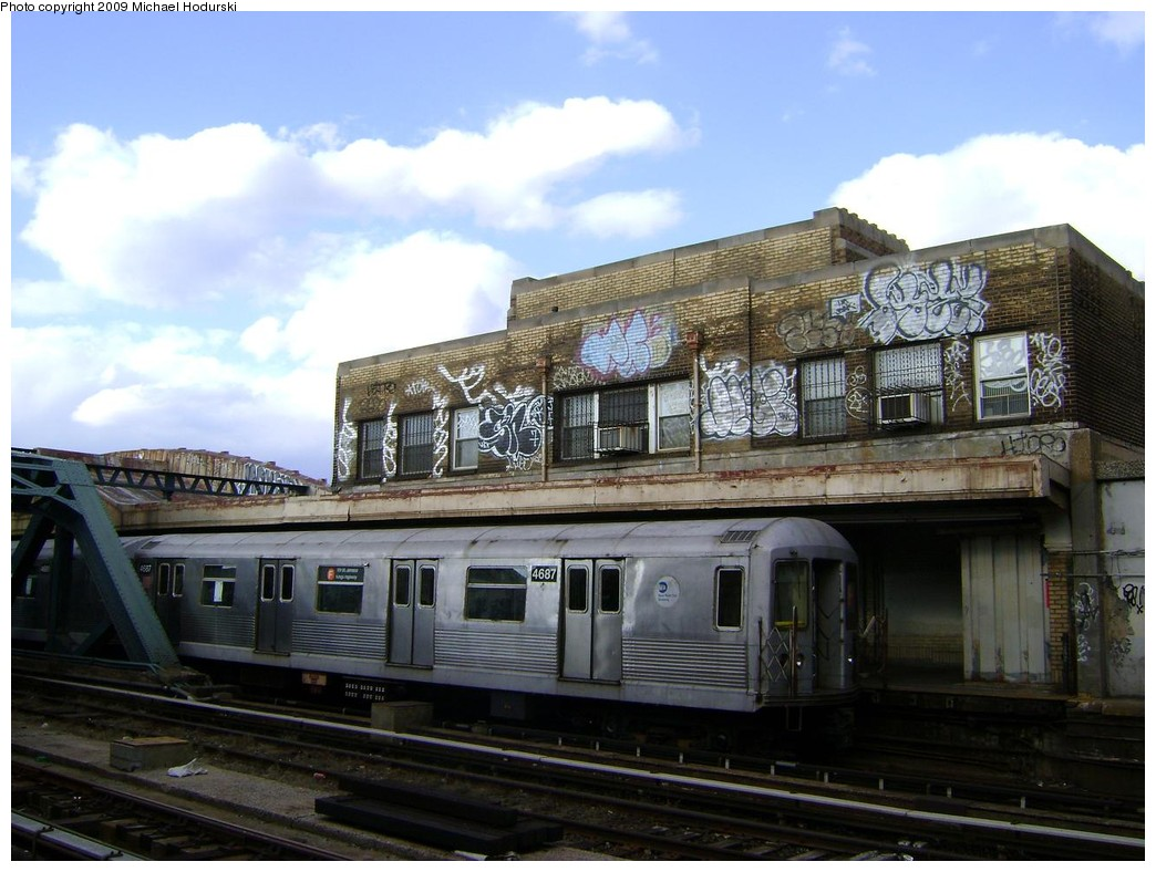 (212k, 1044x788)<br><b>Country:</b> United States<br><b>City:</b> New York<br><b>System:</b> New York City Transit<br><b>Line:</b> IND Crosstown Line<br><b>Location:</b> 4th Avenue <br><b>Route:</b> F<br><b>Car:</b> R-42 (St. Louis, 1969-1970)  4687 <br><b>Photo by:</b> Michael Hodurski<br><b>Date:</b> 2/19/2009<br><b>Viewed (this week/total):</b> 3 / 1792