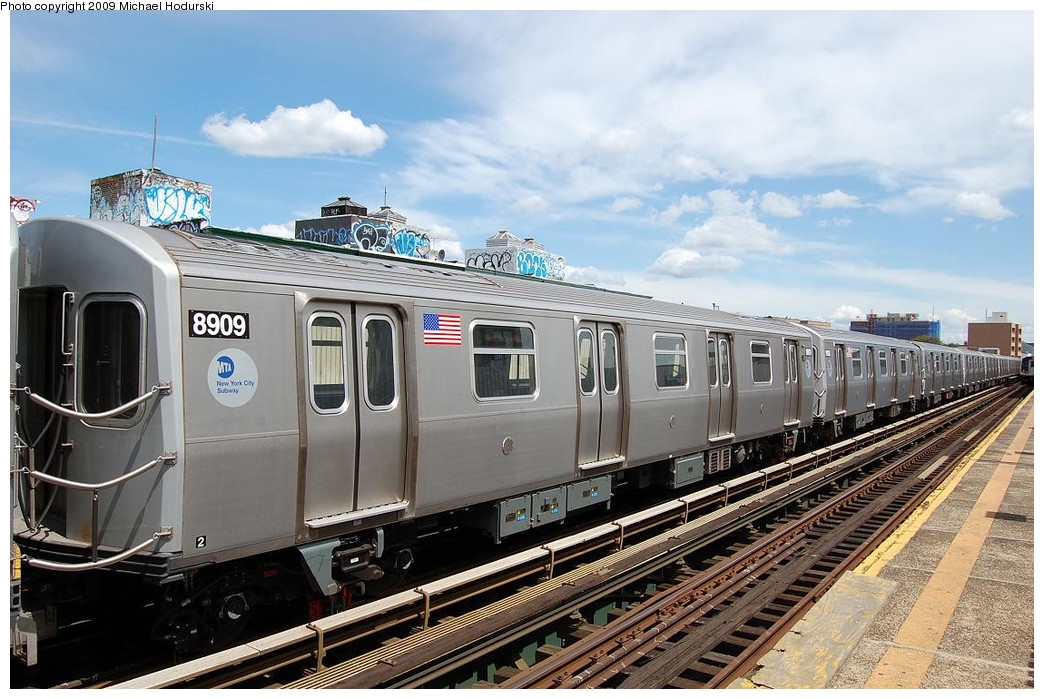 (242k, 1044x699)<br><b>Country:</b> United States<br><b>City:</b> New York<br><b>System:</b> New York City Transit<br><b>Line:</b> BMT Astoria Line<br><b>Location:</b> 30th/Grand Aves. <br><b>Route:</b> N Lay-up<br><b>Car:</b> R-160B (Kawasaki, 2005-2008)  8909 <br><b>Photo by:</b> Michael Hodurski<br><b>Date:</b> 5/23/2008<br><b>Viewed (this week/total):</b> 0 / 1689