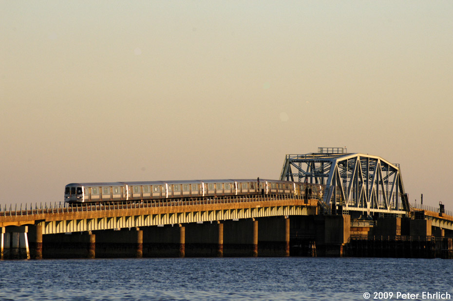 (170k, 930x618)<br><b>Country:</b> United States<br><b>City:</b> New York<br><b>System:</b> New York City Transit<br><b>Line:</b> IND Rockaway<br><b>Location:</b> North Channel Bridge <br><b>Route:</b> A<br><b>Car:</b> R-44 (St. Louis, 1971-73) 5284 <br><b>Photo by:</b> Peter Ehrlich<br><b>Date:</b> 3/4/2009<br><b>Notes:</b> Inbound.<br><b>Viewed (this week/total):</b> 0 / 901