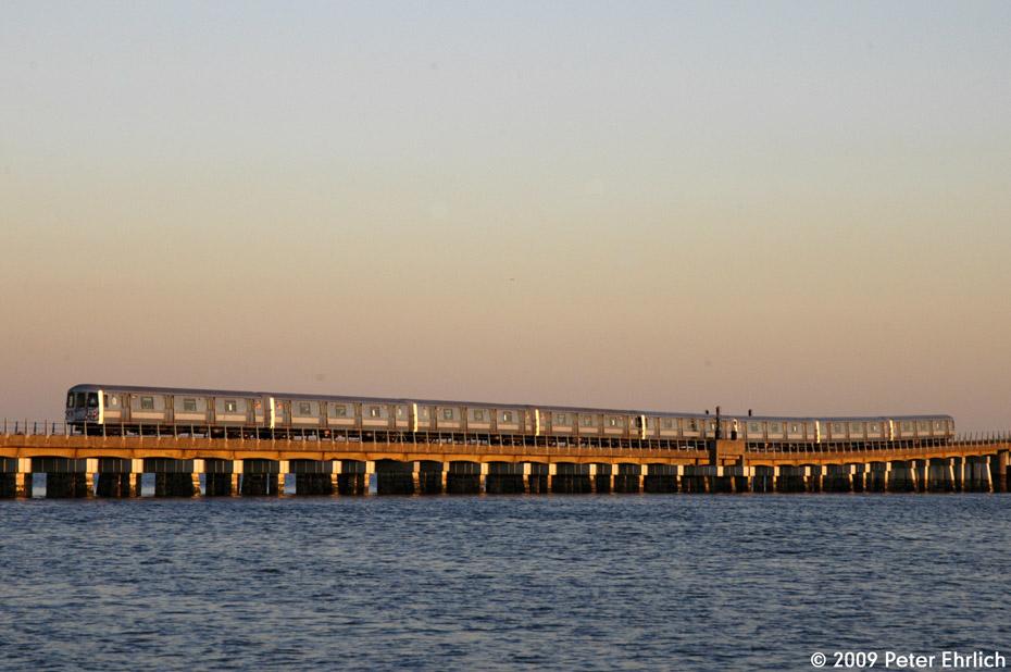 (162k, 930x618)<br><b>Country:</b> United States<br><b>City:</b> New York<br><b>System:</b> New York City Transit<br><b>Line:</b> IND Rockaway<br><b>Location:</b> North Channel Bridge <br><b>Route:</b> A<br><b>Car:</b> R-44 (St. Louis, 1971-73) 5414 <br><b>Photo by:</b> Peter Ehrlich<br><b>Date:</b> 3/4/2009<br><b>Notes:</b> Outbound.<br><b>Viewed (this week/total):</b> 0 / 991