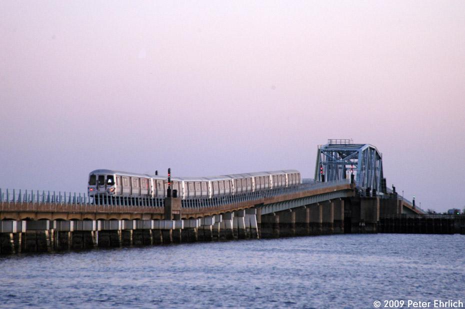 (165k, 930x618)<br><b>Country:</b> United States<br><b>City:</b> New York<br><b>System:</b> New York City Transit<br><b>Line:</b> IND Rockaway<br><b>Location:</b> North Channel Bridge <br><b>Route:</b> A<br><b>Car:</b> R-44 (St. Louis, 1971-73) 5472 <br><b>Photo by:</b> Peter Ehrlich<br><b>Date:</b> 3/4/2009<br><b>Notes:</b> Outbound.<br><b>Viewed (this week/total):</b> 0 / 1094