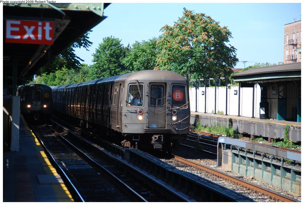 (304k, 1044x705)<br><b>Country:</b> United States<br><b>City:</b> New York<br><b>System:</b> New York City Transit<br><b>Line:</b> BMT Brighton Line<br><b>Location:</b> Avenue U <br><b>Route:</b> B<br><b>Car:</b> R-68 (Westinghouse-Amrail, 1986-1988)  2896 <br><b>Photo by:</b> Robert Taylor<br><b>Date:</b> 8/26/2008<br><b>Viewed (this week/total):</b> 0 / 1537