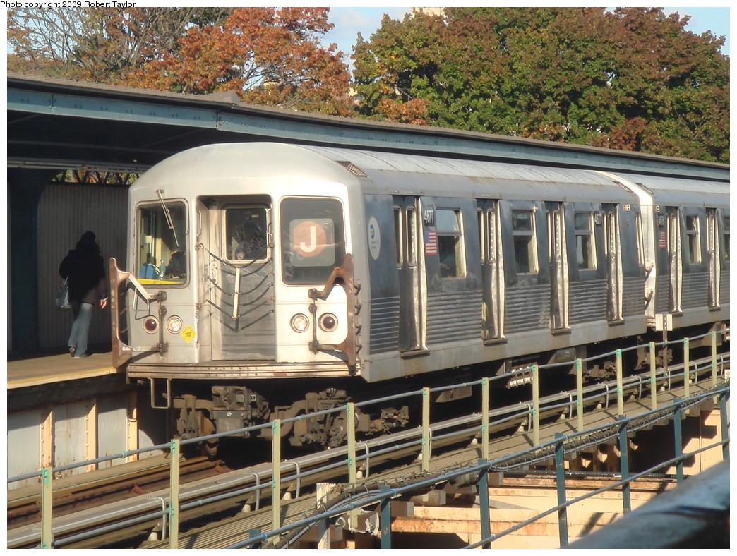 (319k, 1044x788)<br><b>Country:</b> United States<br><b>City:</b> New York<br><b>System:</b> New York City Transit<br><b>Line:</b> BMT Nassau Street/Jamaica Line<br><b>Location:</b> Cypress Hills <br><b>Route:</b> J<br><b>Car:</b> R-42 (St. Louis, 1969-1970)  4677 <br><b>Photo by:</b> Robert Taylor<br><b>Date:</b> 11/7/2007<br><b>Viewed (this week/total):</b> 0 / 1055