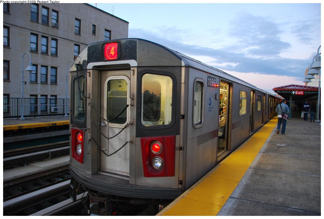 (248k, 1044x705)<br><b>Country:</b> United States<br><b>City:</b> New York<br><b>System:</b> New York City Transit<br><b>Line:</b> IRT Woodlawn Line<br><b>Location:</b> 183rd Street <br><b>Route:</b> 4<br><b>Car:</b> R-142 (Option Order, Bombardier, 2002-2003)  1196 <br><b>Photo by:</b> Robert Taylor<br><b>Date:</b> 11/10/2008<br><b>Viewed (this week/total):</b> 0 / 1896