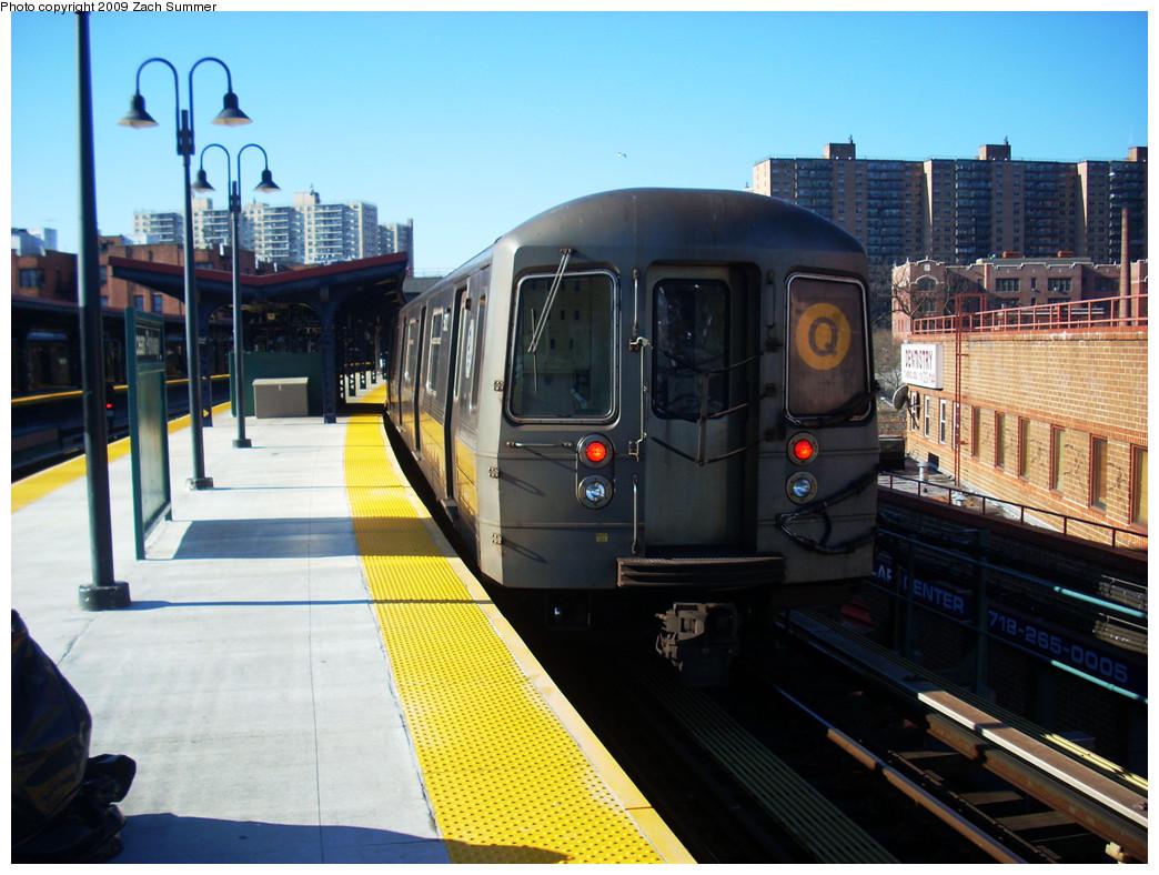 (279k, 1044x788)<br><b>Country:</b> United States<br><b>City:</b> New York<br><b>System:</b> New York City Transit<br><b>Line:</b> BMT Brighton Line<br><b>Location:</b> Ocean Parkway <br><b>Route:</b> Q<br><b>Car:</b> R-68A (Kawasaki, 1988-1989)  5172 <br><b>Photo by:</b> Zach Summer<br><b>Date:</b> 12/29/2008<br><b>Viewed (this week/total):</b> 0 / 1108
