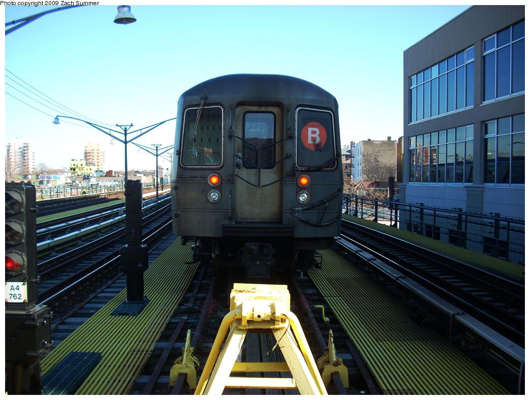 (294k, 1044x788)<br><b>Country:</b> United States<br><b>City:</b> New York<br><b>System:</b> New York City Transit<br><b>Line:</b> BMT Brighton Line<br><b>Location:</b> Ocean Parkway <br><b>Route:</b> B layup<br><b>Car:</b> R-68A (Kawasaki, 1988-1989)  5064 <br><b>Photo by:</b> Zach Summer<br><b>Date:</b> 12/29/2008<br><b>Viewed (this week/total):</b> 0 / 1296