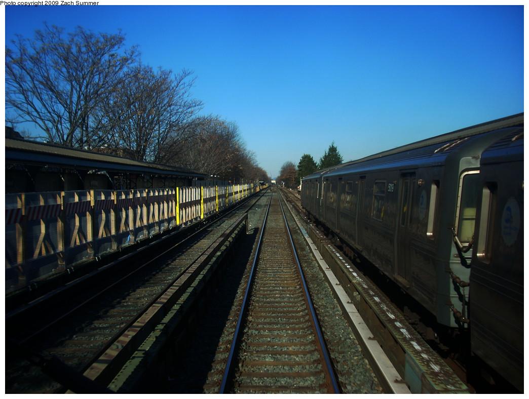 (264k, 1044x788)<br><b>Country:</b> United States<br><b>City:</b> New York<br><b>System:</b> New York City Transit<br><b>Line:</b> BMT Brighton Line<br><b>Location:</b> Neck Road <br><b>Route:</b> Q<br><b>Car:</b> R-68A (Kawasaki, 1988-1989)  5019 <br><b>Photo by:</b> Zach Summer<br><b>Date:</b> 12/29/2008<br><b>Notes:</b> Coney Island-bound side closed for reconstruction.<br><b>Viewed (this week/total):</b> 1 / 1278
