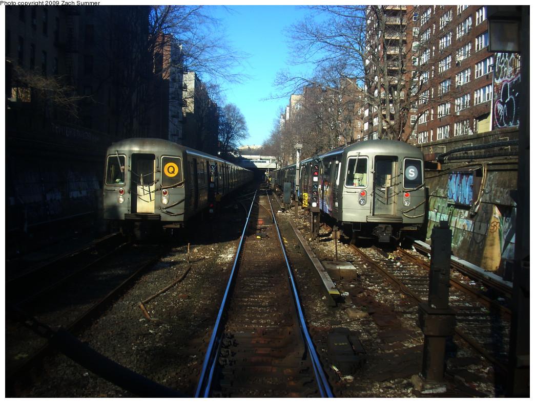 (316k, 1044x788)<br><b>Country:</b> United States<br><b>City:</b> New York<br><b>System:</b> New York City Transit<br><b>Line:</b> BMT Franklin<br><b>Location:</b> Layup South of Prospect Park <br><b>Route:</b> Franklin Shuttle<br><b>Car:</b> R-68 (Westinghouse-Amrail, 1986-1988)  2920 <br><b>Photo by:</b> Zach Summer<br><b>Date:</b> 12/29/2008<br><b>Notes:</b> With R68A on Q at left.<br><b>Viewed (this week/total):</b> 0 / 2828