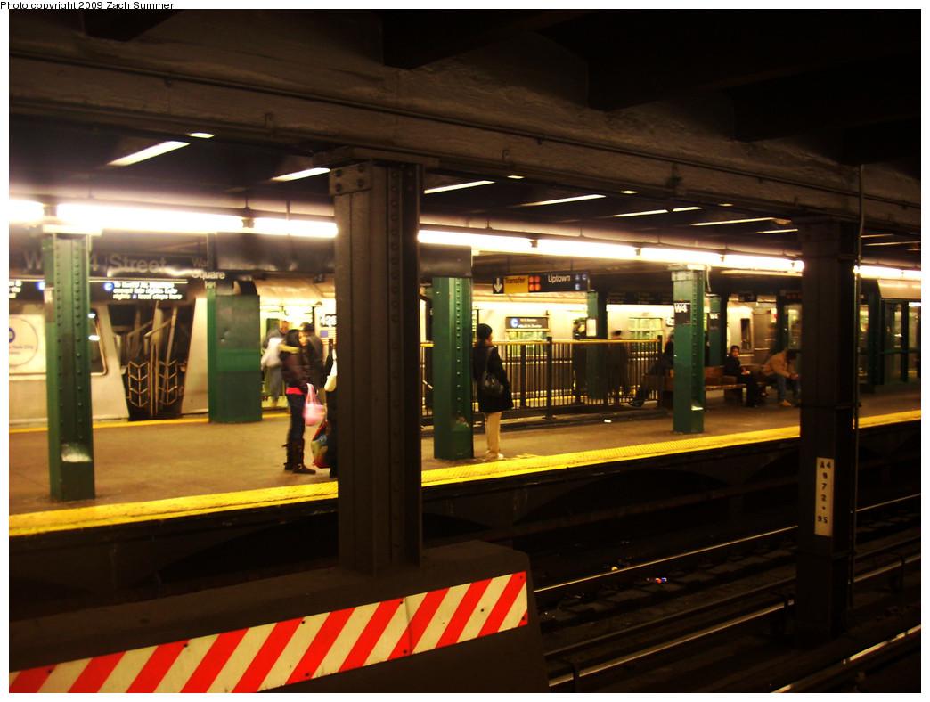 (244k, 1044x788)<br><b>Country:</b> United States<br><b>City:</b> New York<br><b>System:</b> New York City Transit<br><b>Line:</b> IND 8th Avenue Line<br><b>Location:</b> West 4th Street/Washington Square <br><b>Route:</b> C<br><b>Car:</b> R-40 (St. Louis, 1968)  429X <br><b>Photo by:</b> Zach Summer<br><b>Date:</b> 12/29/2008<br><b>Viewed (this week/total):</b> 0 / 1461