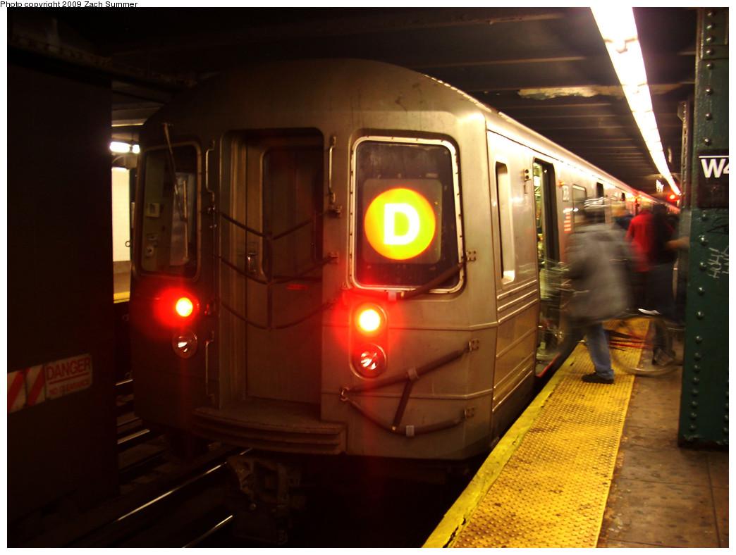 (223k, 1044x788)<br><b>Country:</b> United States<br><b>City:</b> New York<br><b>System:</b> New York City Transit<br><b>Line:</b> IND 6th Avenue Line<br><b>Location:</b> West 4th Street/Washington Square <br><b>Route:</b> D<br><b>Car:</b> R-68 (Westinghouse-Amrail, 1986-1988)  2678 <br><b>Photo by:</b> Zach Summer<br><b>Date:</b> 12/29/2008<br><b>Viewed (this week/total):</b> 1 / 1169