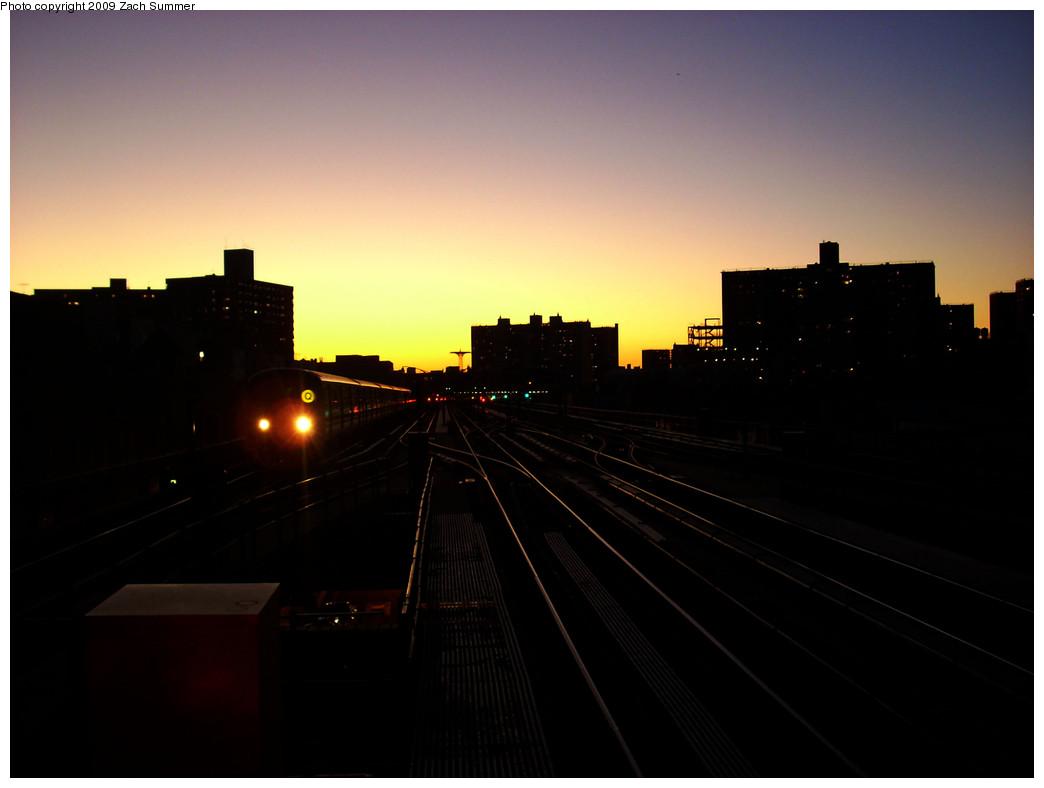 (136k, 1044x788)<br><b>Country:</b> United States<br><b>City:</b> New York<br><b>System:</b> New York City Transit<br><b>Line:</b> BMT Brighton Line<br><b>Location:</b> Brighton Beach <br><b>Route:</b> Q<br><b>Car:</b> R-68A (Kawasaki, 1988-1989)   <br><b>Photo by:</b> Zach Summer<br><b>Date:</b> 12/29/2008<br><b>Viewed (this week/total):</b> 0 / 1432