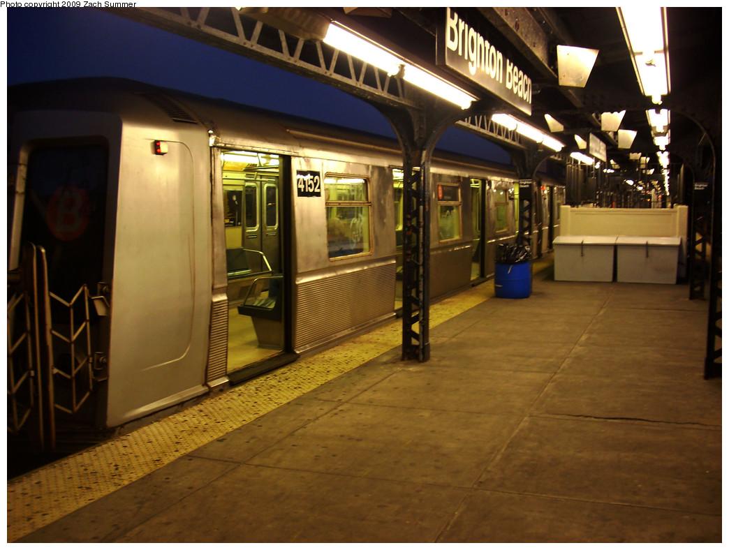 (257k, 1044x788)<br><b>Country:</b> United States<br><b>City:</b> New York<br><b>System:</b> New York City Transit<br><b>Line:</b> BMT Brighton Line<br><b>Location:</b> Brighton Beach <br><b>Route:</b> B<br><b>Car:</b> R-40 (St. Louis, 1968)  4152 <br><b>Photo by:</b> Zach Summer<br><b>Date:</b> 12/29/2008<br><b>Viewed (this week/total):</b> 0 / 1123