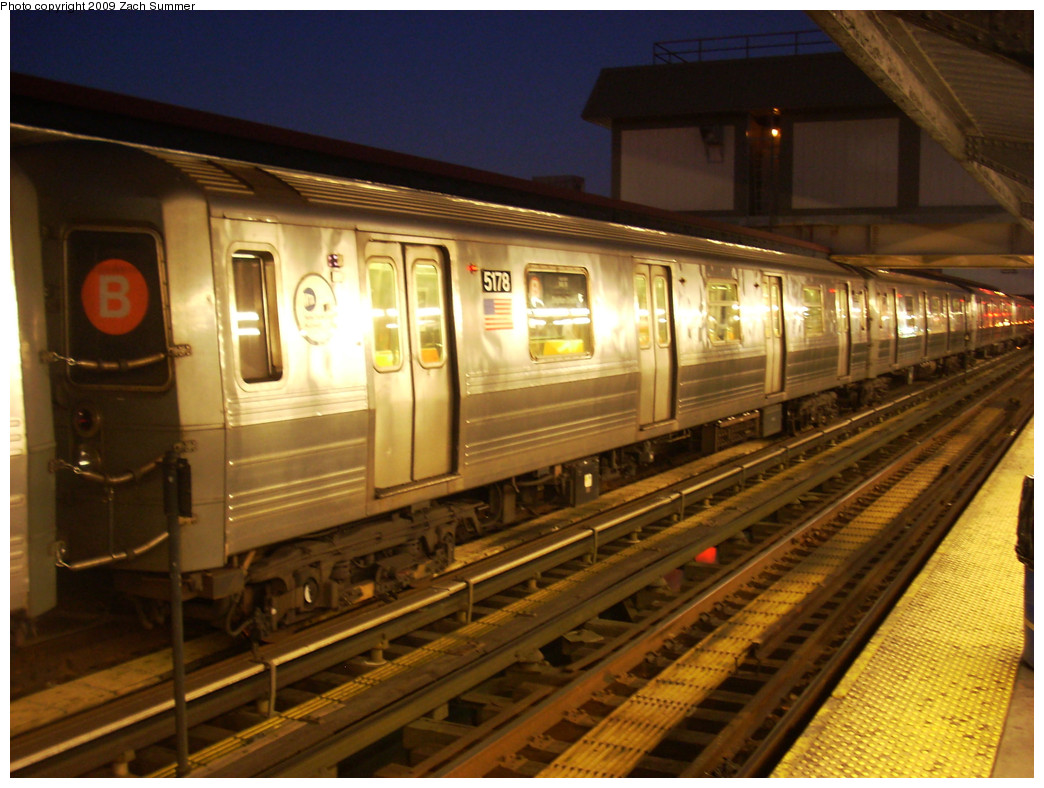 (284k, 1044x788)<br><b>Country:</b> United States<br><b>City:</b> New York<br><b>System:</b> New York City Transit<br><b>Line:</b> BMT Brighton Line<br><b>Location:</b> Brighton Beach <br><b>Route:</b> B<br><b>Car:</b> R-68A (Kawasaki, 1988-1989)  5178 <br><b>Photo by:</b> Zach Summer<br><b>Date:</b> 12/29/2008<br><b>Viewed (this week/total):</b> 0 / 1235