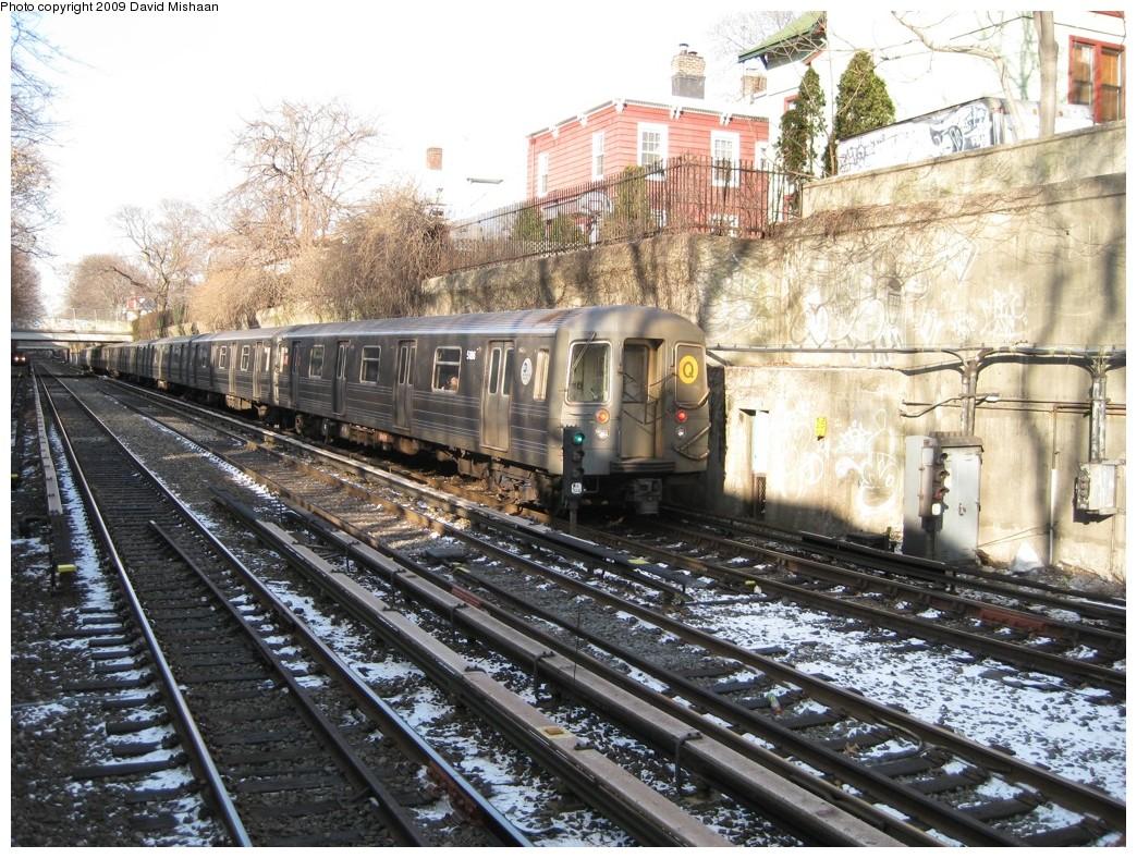 (294k, 1044x788)<br><b>Country:</b> United States<br><b>City:</b> New York<br><b>System:</b> New York City Transit<br><b>Line:</b> BMT Brighton Line<br><b>Location:</b> Newkirk Plaza (fmrly Newkirk Ave.) <br><b>Route:</b> Q<br><b>Car:</b> R-68A (Kawasaki, 1988-1989)  5186 <br><b>Photo by:</b> David M. <br><b>Date:</b> 1/16/2009<br><b>Viewed (this week/total):</b> 1 / 1218